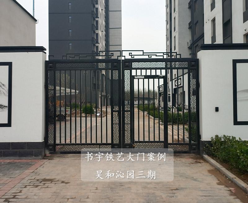 铁艺大门安装完的案例